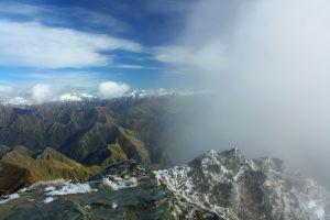 Wechselhaftes Wetter auf dem Gipfel